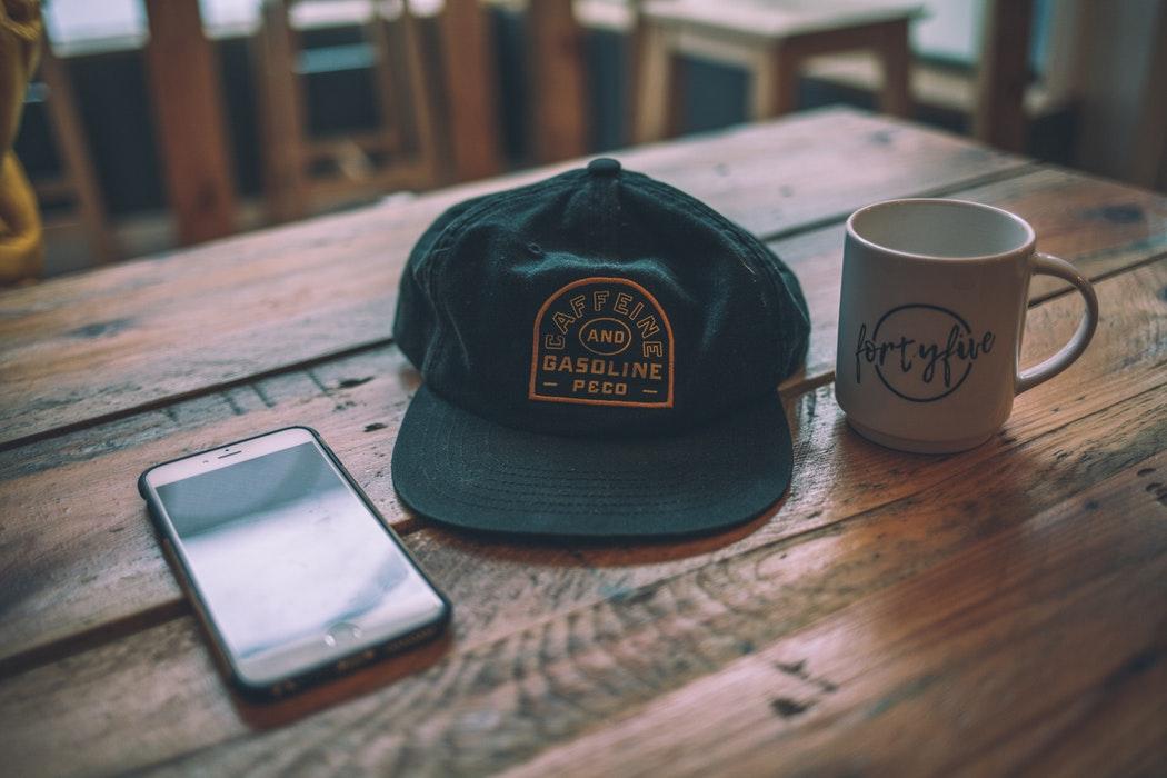 Stampa su cappellini: berretti personalizzati in serigrafia