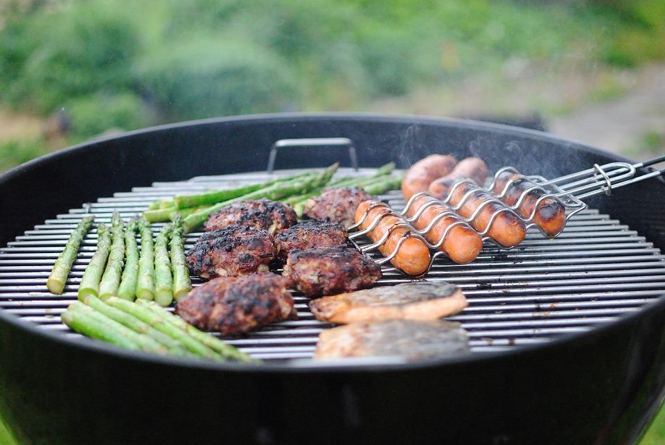Feste d'estate: cuciniamo con il barbecue personalizzato!