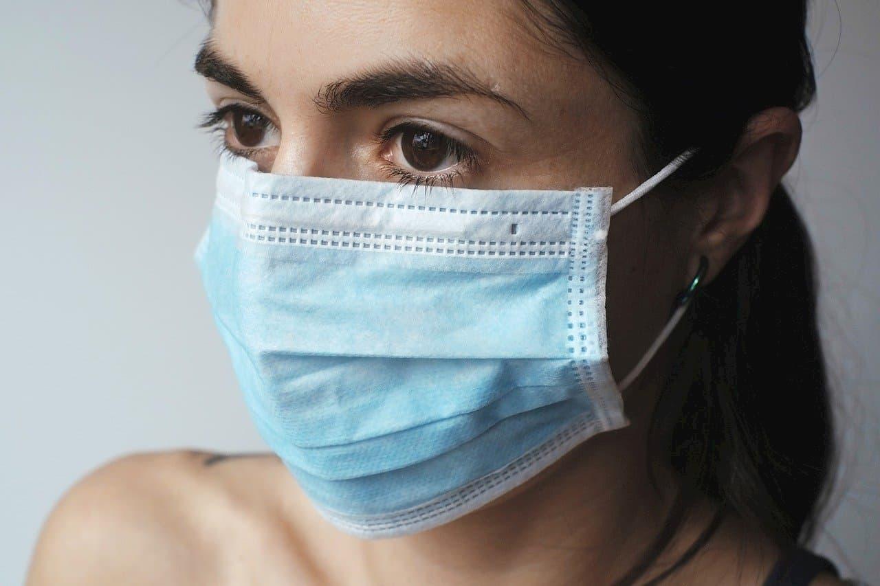 Mascherine chirurgiche e guanti in lattice