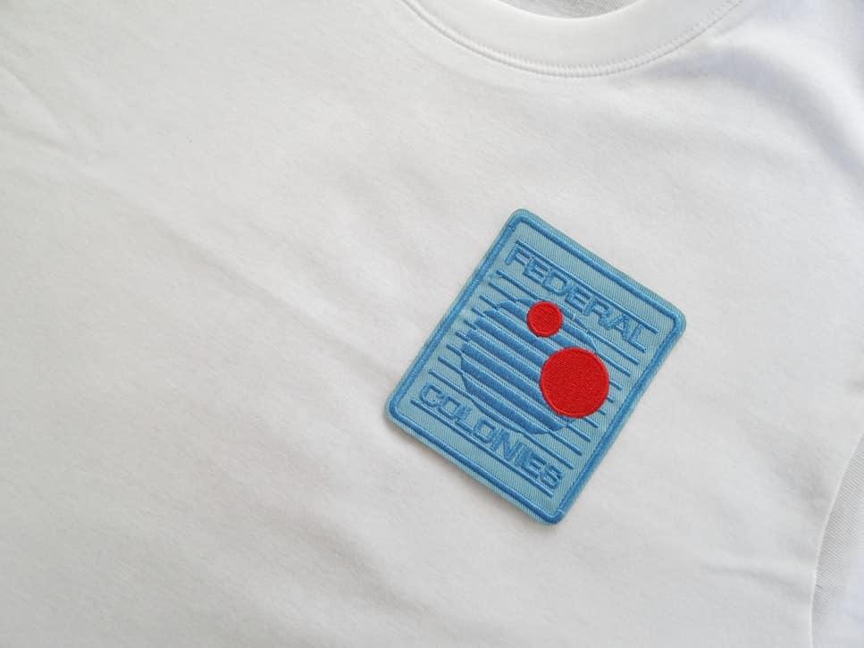 Ricami su magliette personalizzate: oltre la serigrafia e la stampa diretta